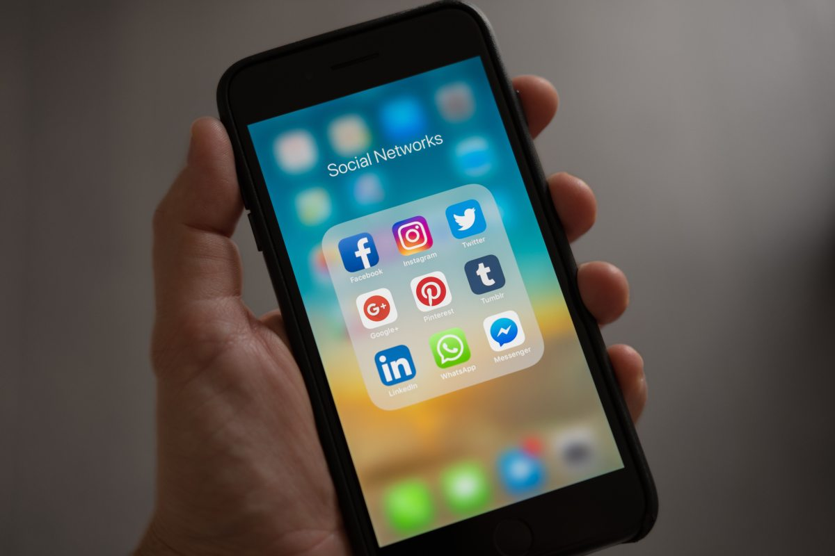 7 Ways Social Media Is Ruining YourLife